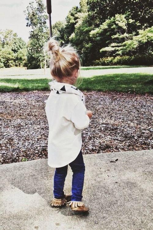 ¿Cómo combinar una camisa blanca con el outfit de los minis?