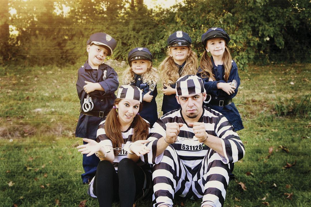 ouam disfrazate en familia policias y ladrones