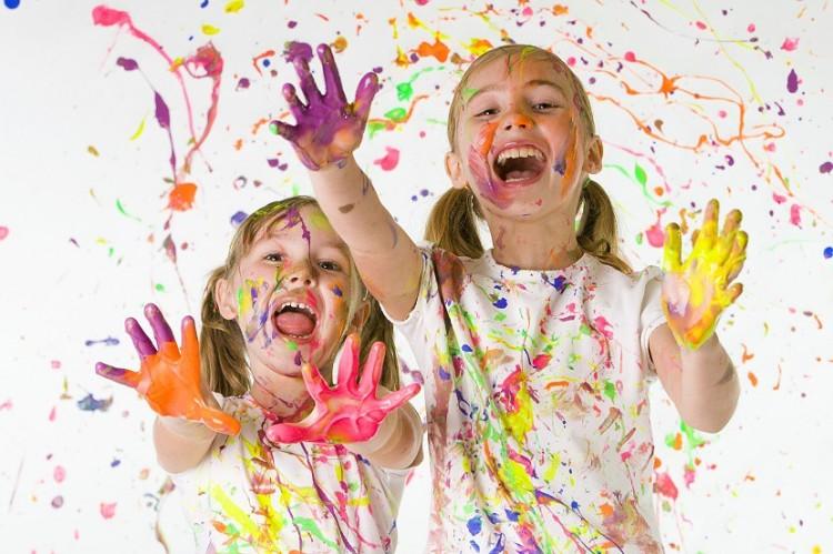 nenas-pintando-pintura-830x553